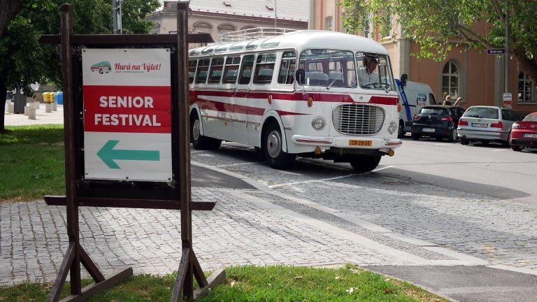 Svozové autobusy na Senior Festival